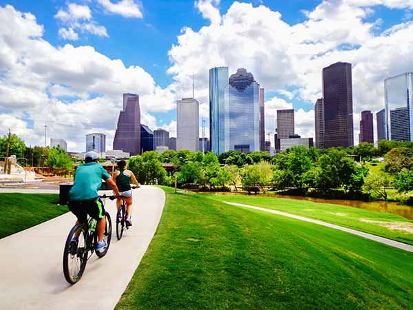 Moving to Houston: Choosing an Electricity Plan and Other Helpful Tips